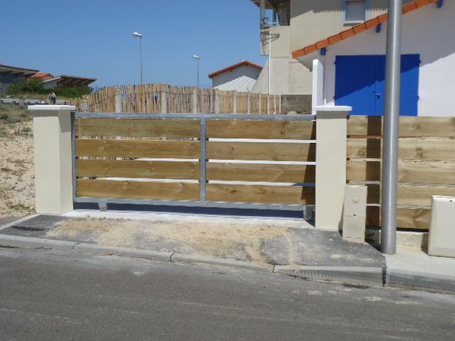 Cl ture bois en pin cl ture lames horizontales portail acier galvanis portill - Planche bois pour portail ...